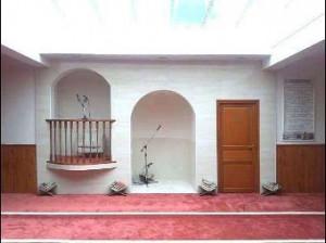 Pour l'imam Rachid Houdeyfa de la Mosquée Sunna à Brest, la femme Musulmane doit obligatoirement couvrir son visage dans Politique Mosqu%C3%A9e-Brest-300x224