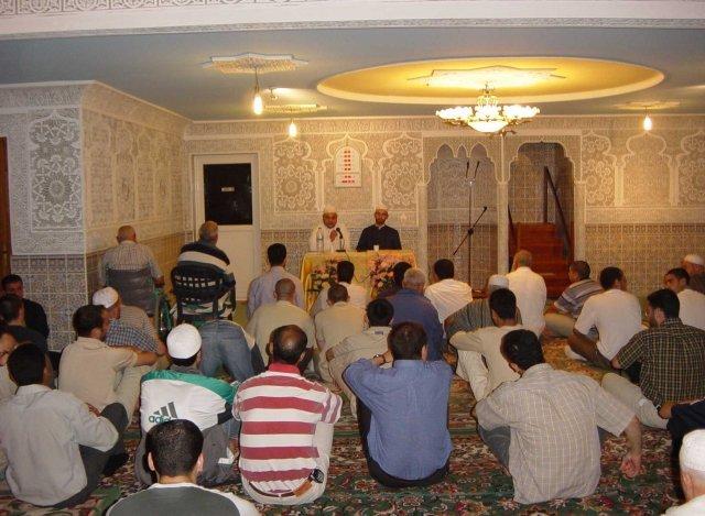 A la Mosquée ASSALAM d'Evreux : la femme Occidentale est