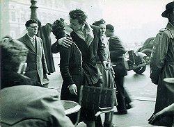 Robert Doisneau - le baiser 1950