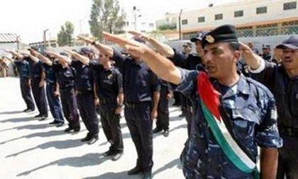 le-salut-de-membres-de-la-police-palestinienne Coran